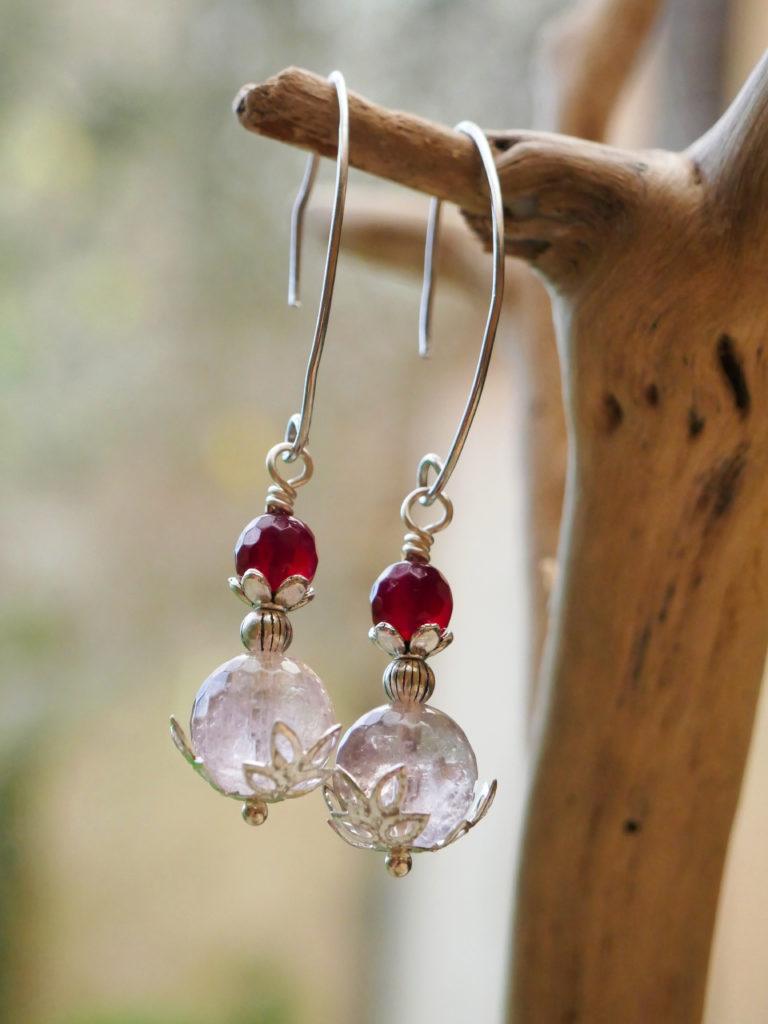 Boucles Hellébore réalisées en perles d'amétrine et d'agate.