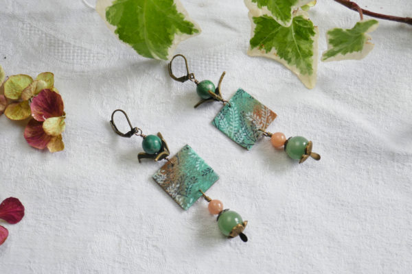 Boucles d'oreilles en serpentine, aventurine verte, pierre de soleil et papier washi.