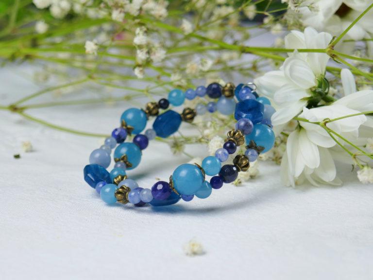 Bracelet de quartz, aragonite, sodalite et aventurine bleue.