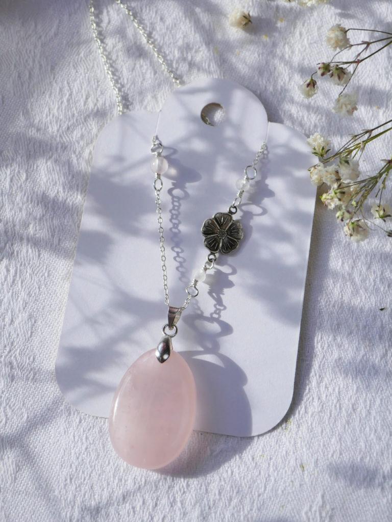 commande particulière de pendentif en quartz rose.