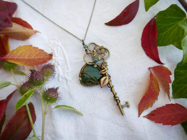 Collier clé en jade.